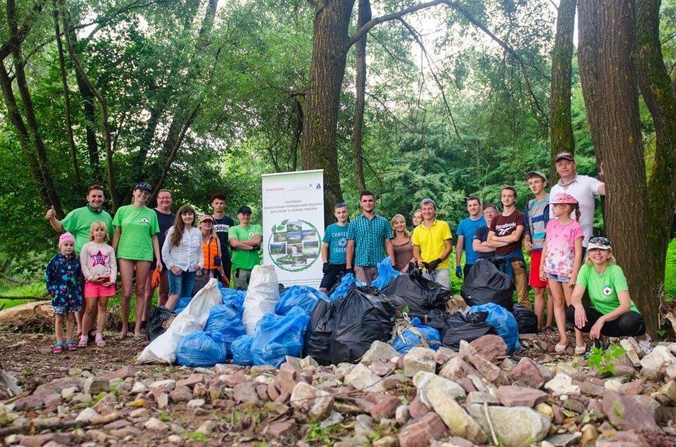 Еко-акція з прибирання берегу Дністра в селі Побережжя. Запрошуємо!