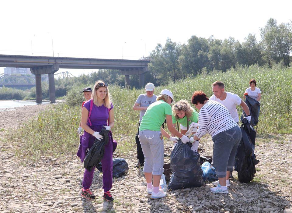 """Робота з волонтерами та екологічні ініціативи: у Франківську презентуватимуть результати проекту """"Еко-варта Дністра"""""""