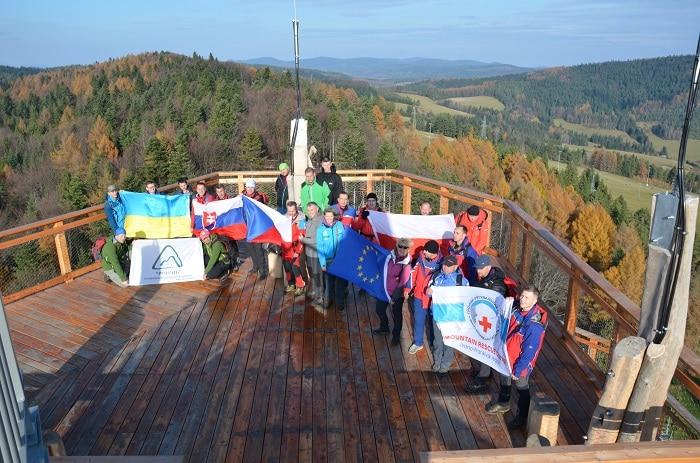 Прикарпатські громадські гірські рятувальники пройшли навчання у Польщі (фото)