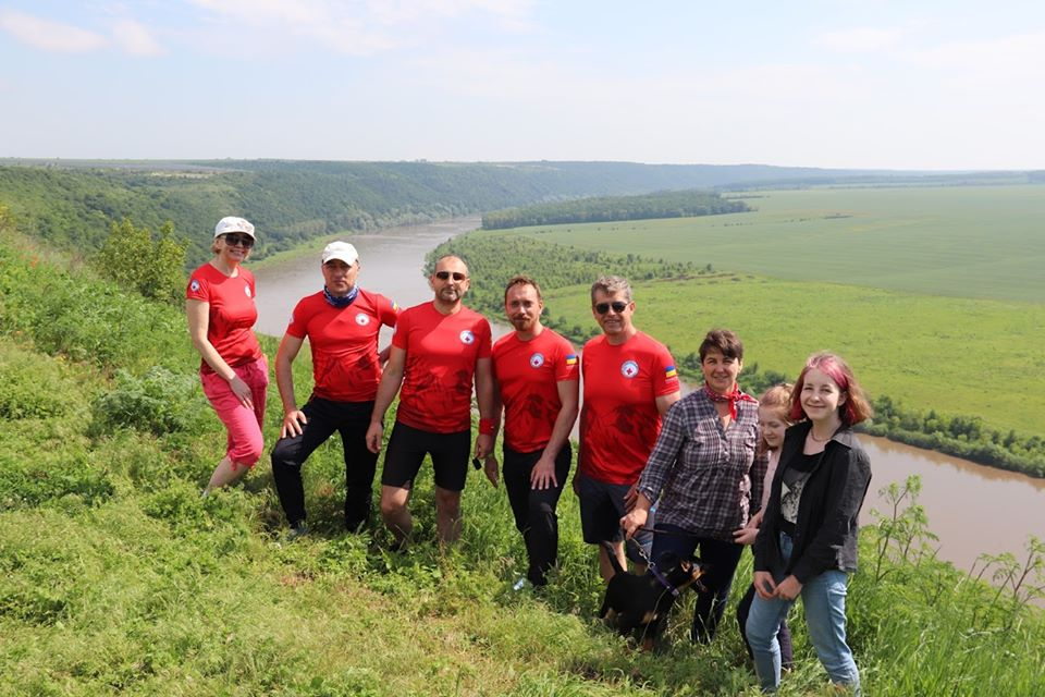 На Городенківщині команда Гірського рятувального центру перевіряла екологічну стежку вздовж ріки Дністер до водоспаду (фото)