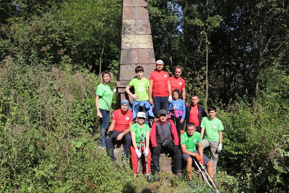 Волонтери Гірського рятувального центру долучилися до World Cleanup Day (фото)
