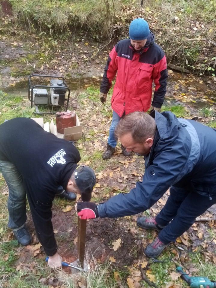 Команда ГО Гірський рятувальний центр встановила еко-щит у селі Копачинці (фото)