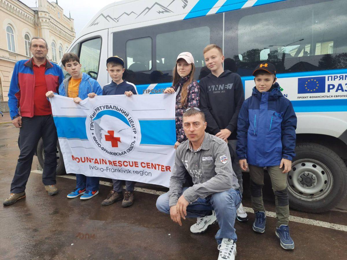"""За сприяння ГРЦ юні прикарпатці беруть участь у Всеукраїнській акції """"Молодь за безпечний світ"""" (фото)"""